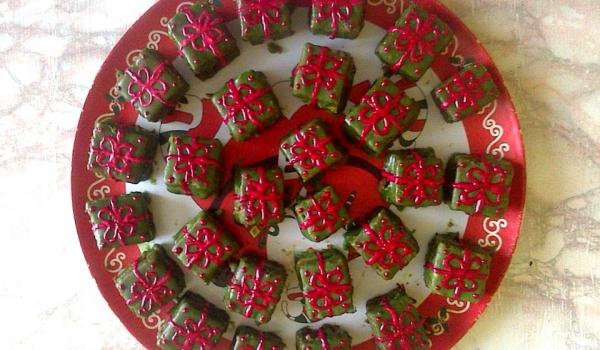 Шоколадови петифури Подаръци