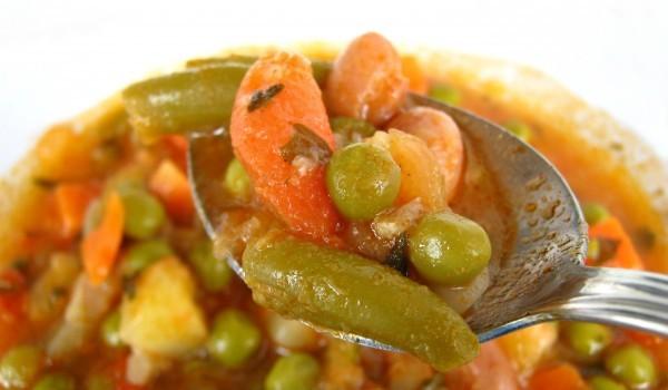 Зелен фасул с грах и домати