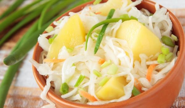Салата от картофи, моркови и орехи