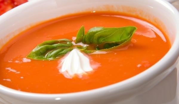 Богата доматена супа с червени чушки
