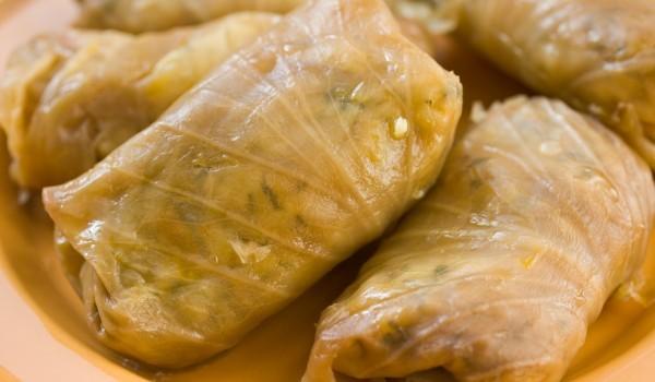 Сарми с кисело зеле и пилешко месо