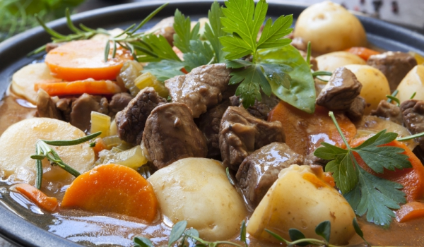 Румънски гювеч с агнешко месо
