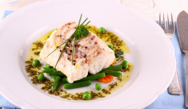 Риба с грах и зелен фасул