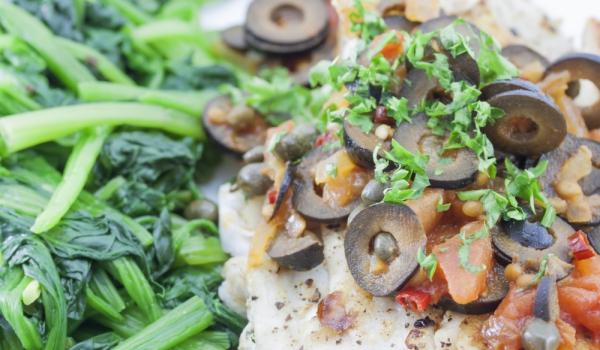 Калкан със спанак и доматено пюре
