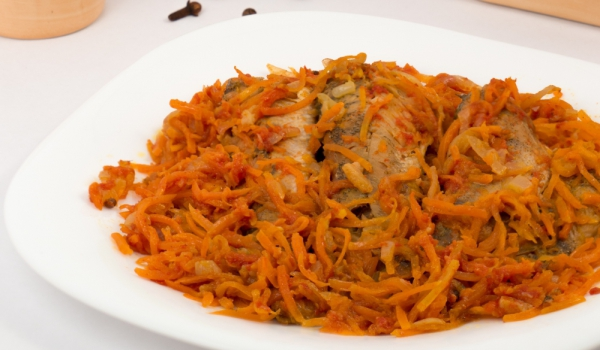 Яхния от солена риба с моркови