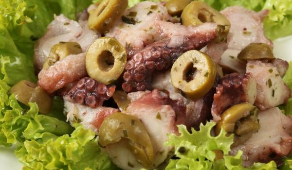 Салата от октопод по средиземноморски