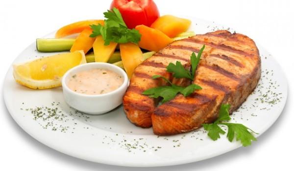 Риба печена със сос от ядки