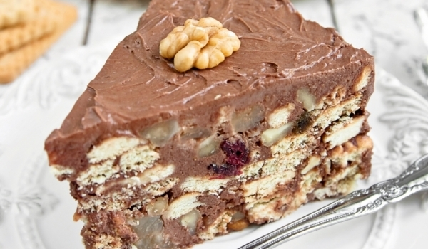 Сладкиш с бисквити и шоколад