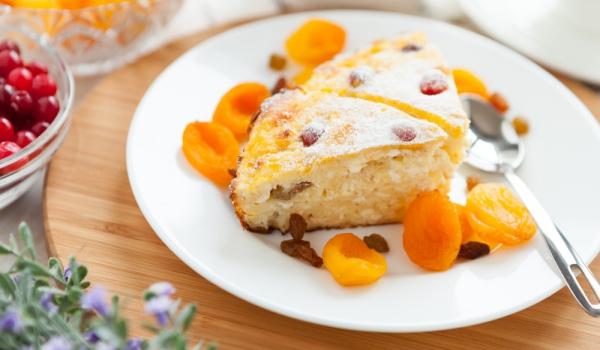 Сладка запеканка със сушени плодове
