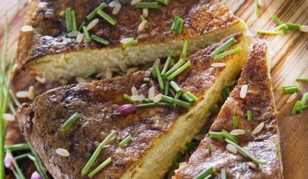 Икономичен солен кекс със сирене и яйца