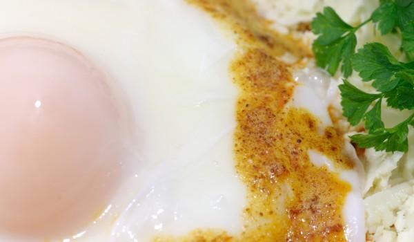 Яйца на очи по савойски